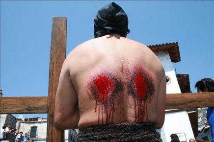 259088372-semana-santa-mas-penitente-mexico-sucede-taxco-capital-plata.jpg